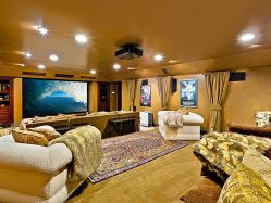 Beverly Hills Luxury Vacation Rental with Home Theater & Sparkling Pool and Spa