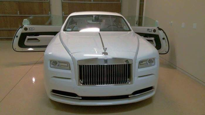 2014 Rolls-Royce Wraith Couple Luxury Car