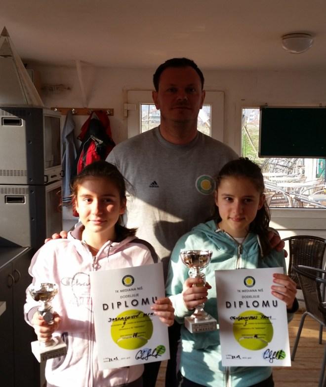 Jana Ognjanovska i Mina Daskalović, finalistkinje, Otvoreno prvenstvo Niša u tenisu do 14 godina, Teniski klub Mediana, Sava Jović