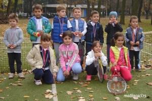 """40 малишана направило прве такмичарске кораке на турниру """"Играм, учим, сакупљам…"""" Дечијег света тениса"""