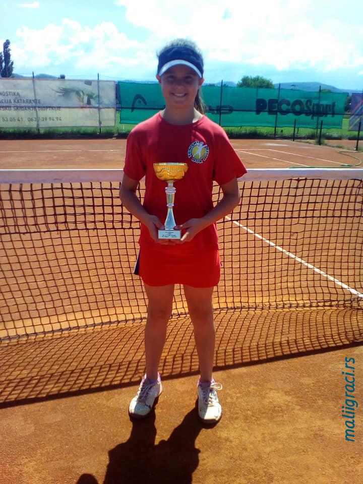 Mala teniserka Jana Radojković, TK Bor