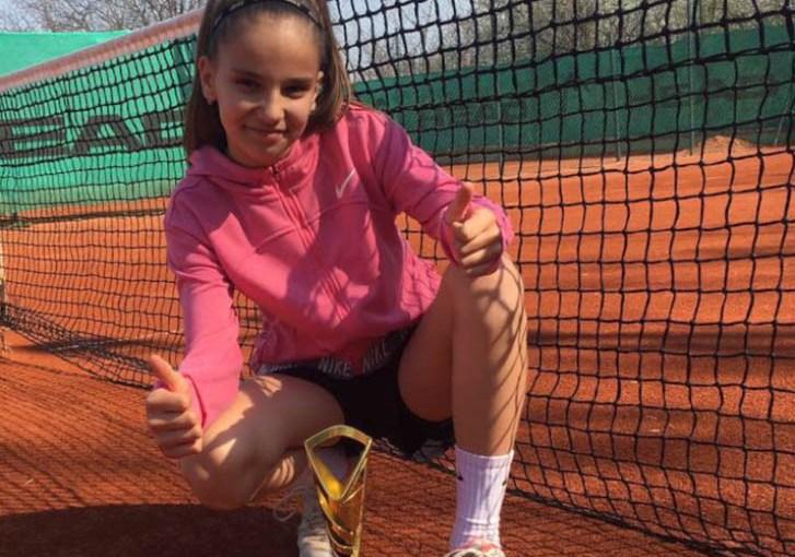 Mala teniserka Elena Milutinović, Teniski klub Puma Kragujevac