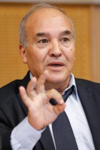 Abderrahmane MEBTOUL, professeur, économiste et expert international