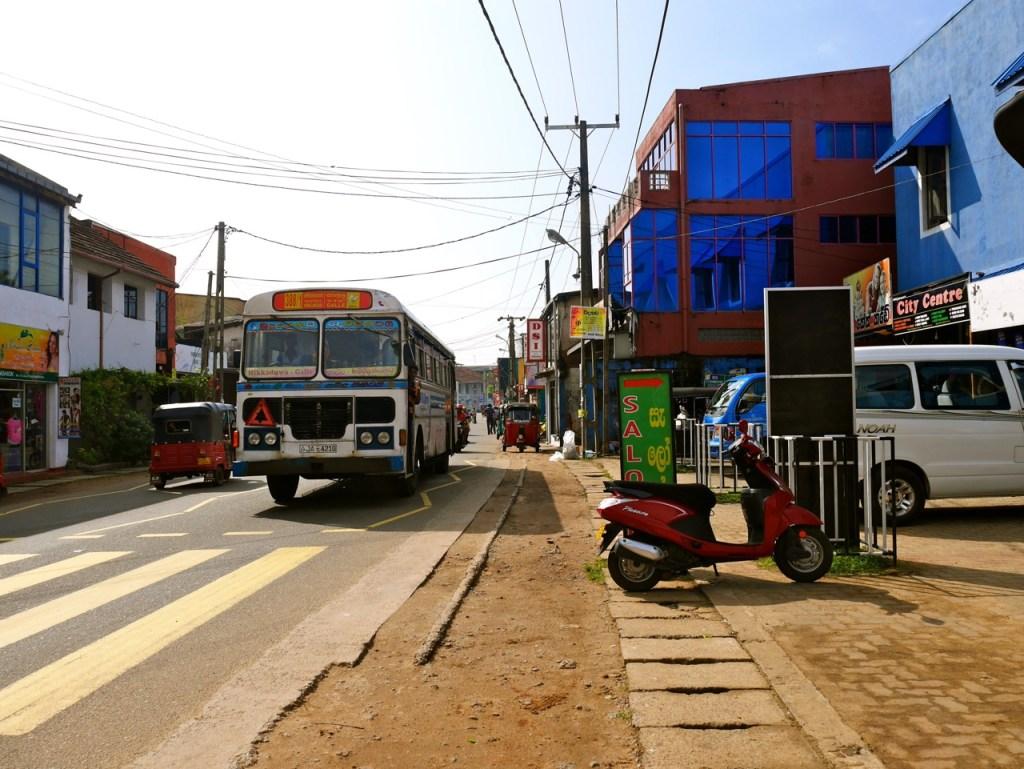 Sri Lanka Hikkaduwa Bus - malindkate