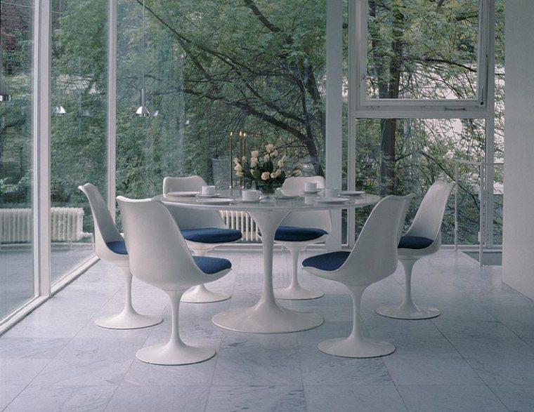 Saarinen Table by Knoll