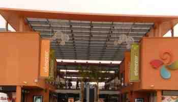 Entréé principale du centre commercial Almazar