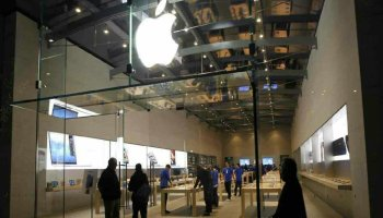 Vue Phot de l'entrée d'un magasin Apple Store
