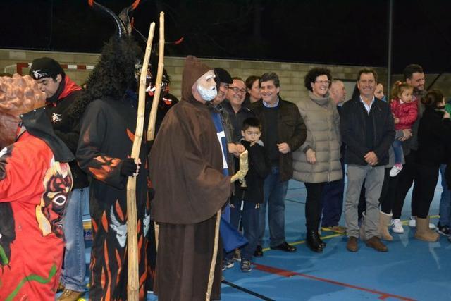 Sant Antonis y Dimonis bailaron en el polideportivo de s'Illot