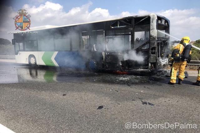 010617 bus incendiado 4