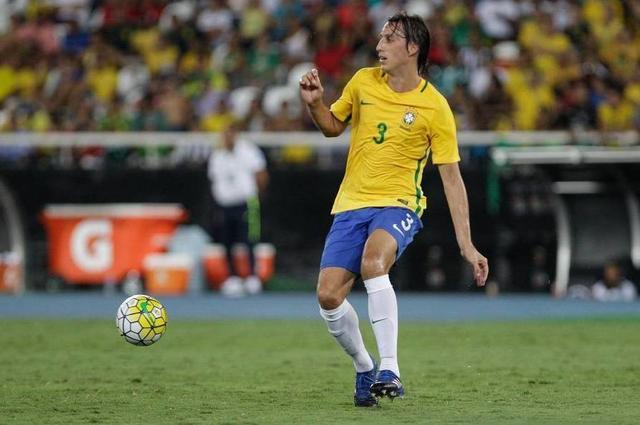 Pedro Geromel, jogador da Seleção Brasileira de futebol, e da Colômbia, durante partida válida em Amistoso Internacional 2017, em prol das vítimas do acidente com o avião que transportava a delegação da Chapecoense para Medellín, na Colômbia.