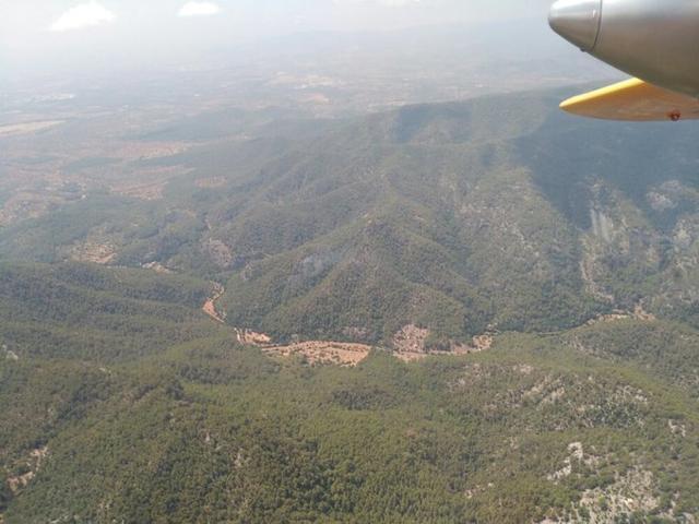 Hasta la zona se han trasladado a la zona dos helicópteros, dos aviones de carga en tierra y un avión de coordinación (Foto: IBANAT)