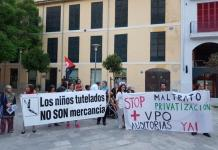 Imagen de la concentración que tuvo lugar este sábado enfrente de Cort (Foto: Stop Desahucios Mallorca)