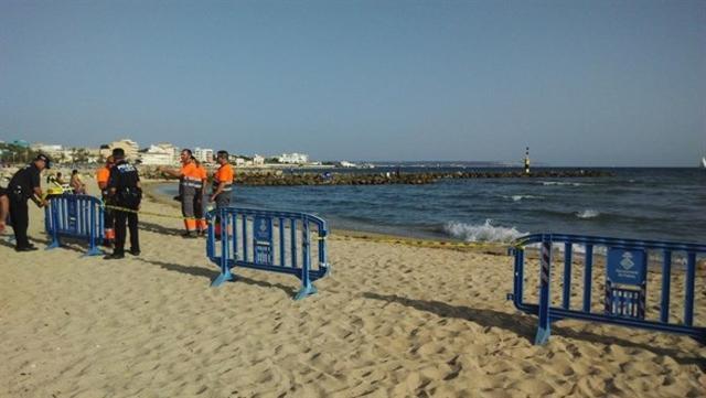 Playa Ciudad Jardín cerrada al baño por un vertido de aguas residuales (Foto: Europa Press)