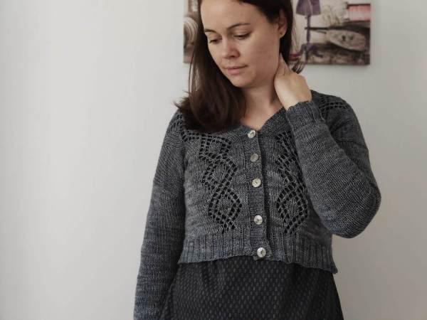 Motacilla, gilet cropped au tricot