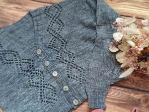 Motacilla, un gilet court pour femme au tricot