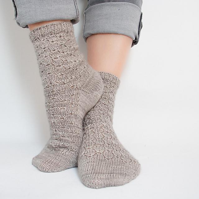 Dontown-Abbey-Socks- Chaussettes au tricot - Patron gratuit -Maloraé Designs