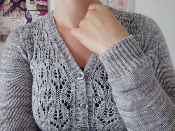 Orlaya - gilet col V pour femme au tricot - Maloraé Designs