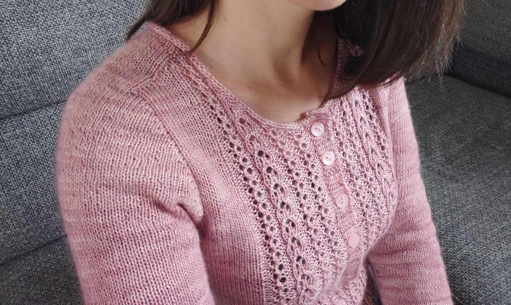 Nahéma - Gilet ajouré au tricot pour femme- Maloraé Designs