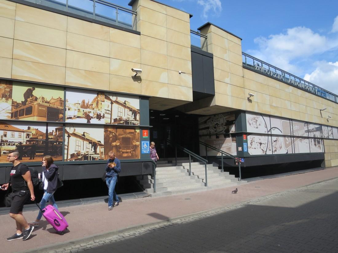 クラクフのバスターミナル入り口