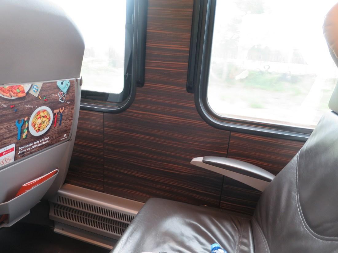 LEOEXPRESSの列車の座席