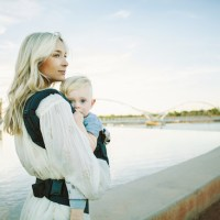 5 baby wearing tips to prevent back pain