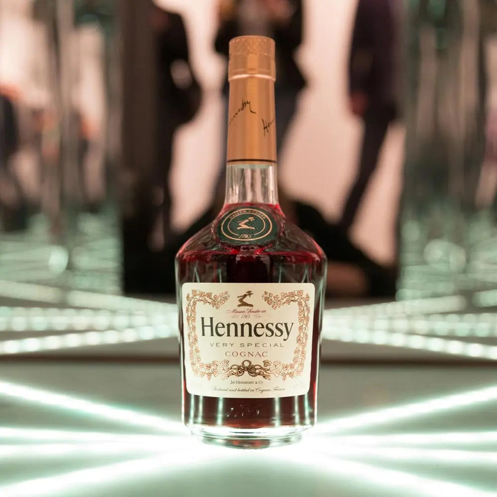 Hennessy-Bottle-in-infinity-room