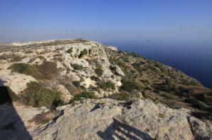 Dingli Cliffs, a háttérben Filfla
