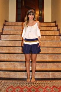 Look-do-dia-blog-de-moda-blogueira-ribeirão-preto-lenço-amarrado-na-cabeça-ombro-de-fora-short-bob-store-rasteira-schutz-dourada-corte-franja-3