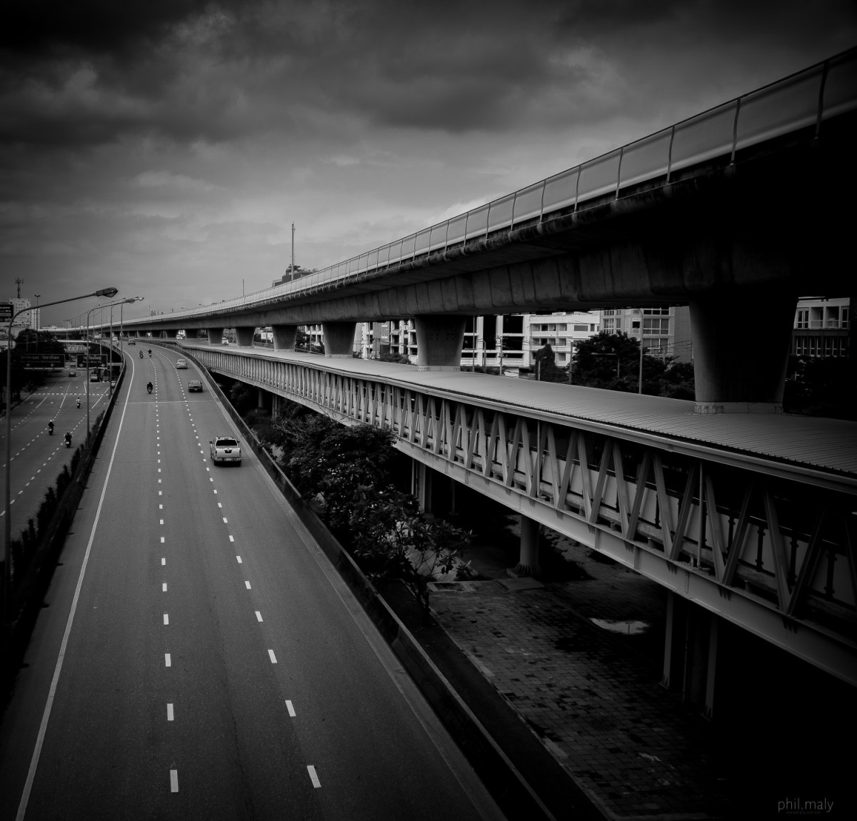 Curves of the highway and the sky train of Bangkok meeting at the hirozon