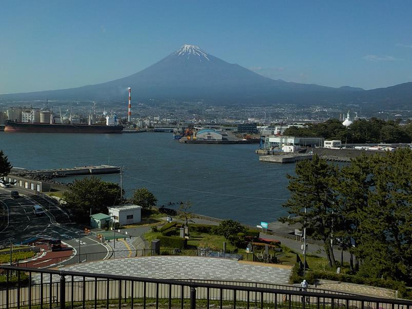 田子の浦から見る富士山