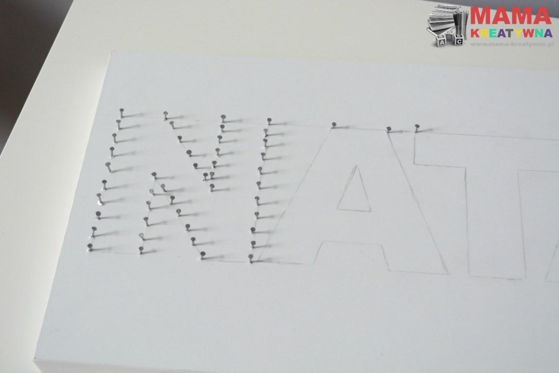 literki z gwoździ i nici