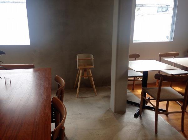 ミカフェート元町店カフェ座席子供椅子