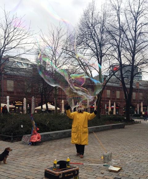 Seifenblasen am Hackeschen Markt - 12 von 12