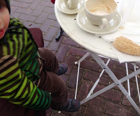 Kaffee- und Kakao Pause auf dem Markt
