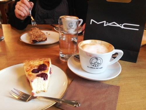 Kaffeetrinken mit einer Freundin und Shoppingerfolg bei MAC
