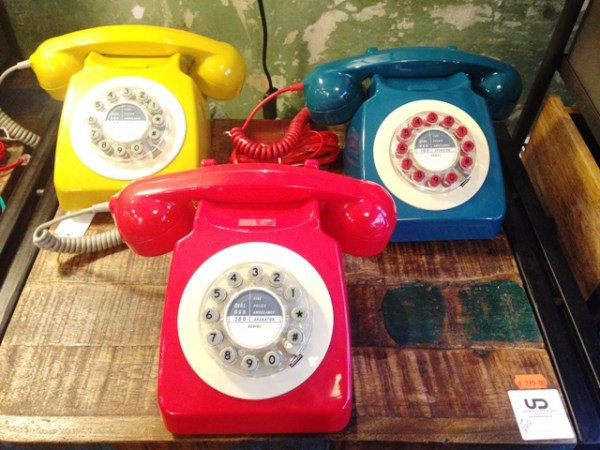 Love Love Love! Retro-Telefone in der Schanze entdeckt. Ich habe das rote gekauft