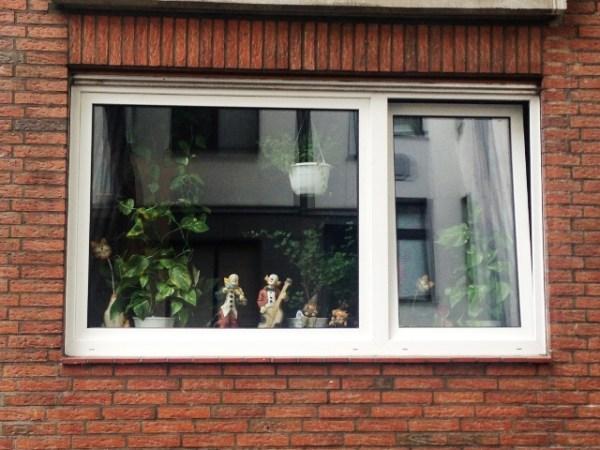 """Diese Fensterdekoration zählt auch zu Wildlife, finde ich. Aus dem Kippfenster ertönt übrigens """"James Brown"""