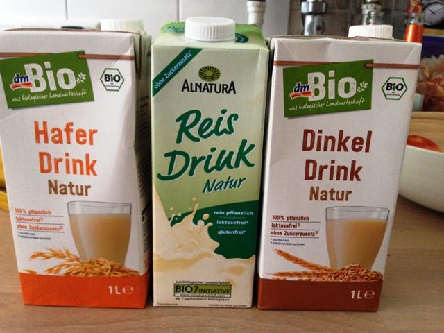 verschiedene vegane Milchsorten für Milchkaffee gesucht