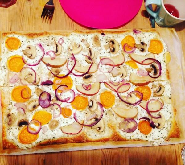 Herbstpizza oder Herbstflammkuchen