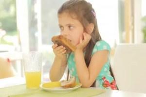 子供 ダラダラ食べ
