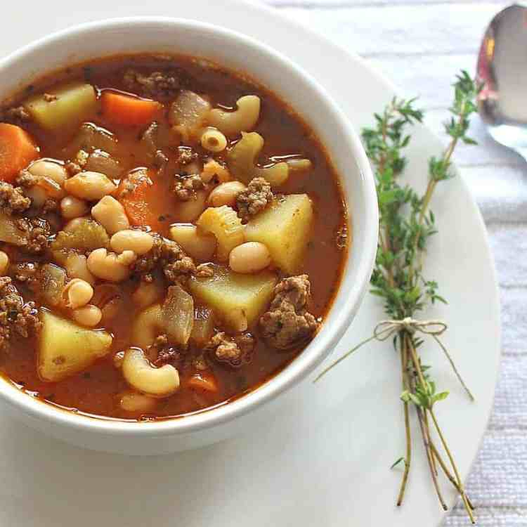 From hearty vegetables to perfect spices, this filling hamburger soup with macaroni will warm your soul. It's jam packed with flavour and delicious aromas.