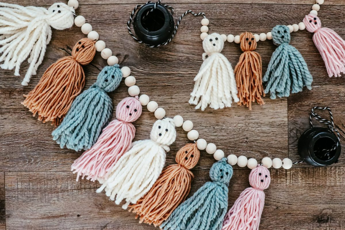 Cute neutral DIY indoor Halloween decorations and crafts ideas, kid friendly ghost garland