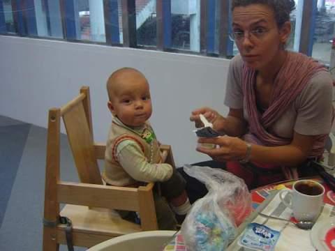 Мамы и дети в Икеа