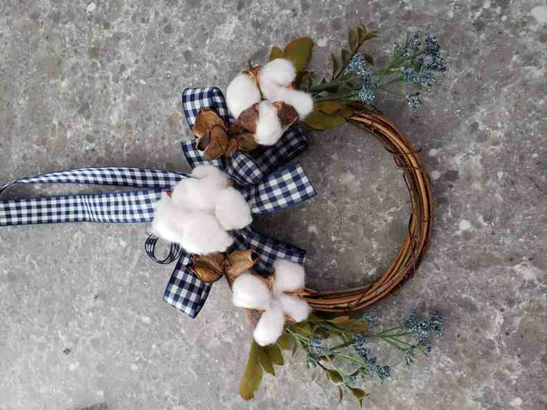 mini grapevine wreath, how to decorate wreaths, cotton boll wreath,