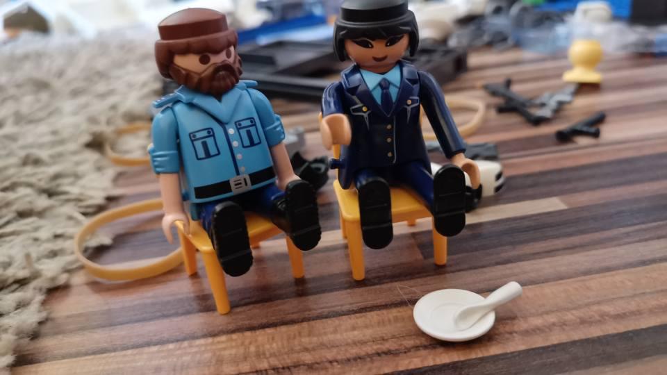 Timpul special sau despre cum să înveți iarăși să te joci (P) Playmobil