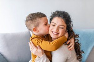 Pentru copil mama este astrul cel mare și strălucitor ale cărui luciri îi vor umple sufletul