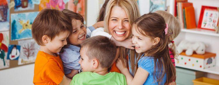 Către toți educatorii: mulțumim pentru că ne creșteți copiii