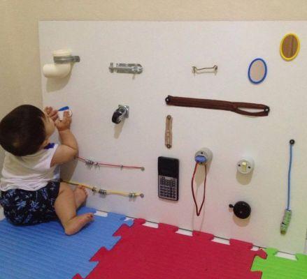 painel montessori botões e bebês