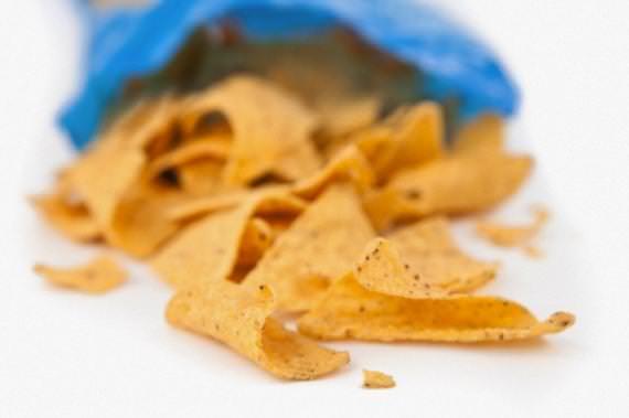 alimentos proibidos para crianças - salgadinho de pacote