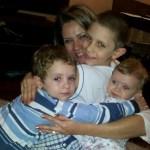 Abraço apertado da mamãe Lú com os filhos Lucas, Luis Felipe e Ana Luísa